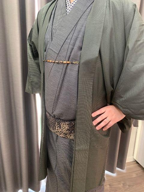 着物のポーズ『男性編』【腰に手を当てる】